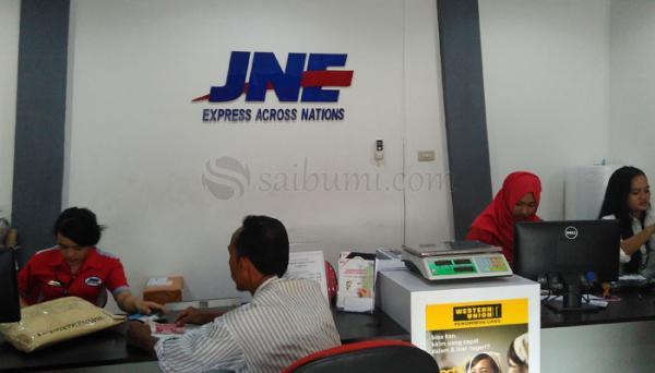 Pengiriman Paket JNE Menjangkau Banyak Daerah di Indonesia